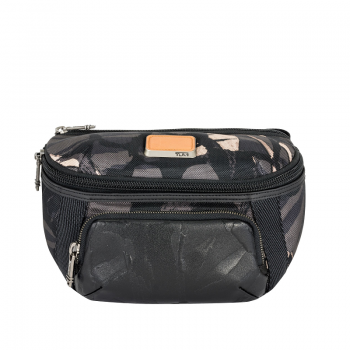 Columbus Utility Pouch in Grey Highlands Print 1